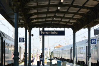 Italy-Umbria-Terontola-station-train-people