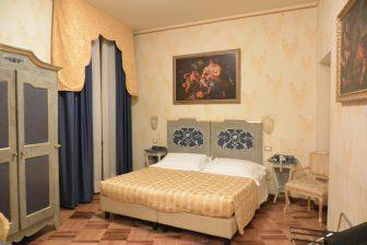 Italy-Umbria-Perugia-hotel-Hotel La Rosetta-bedroom