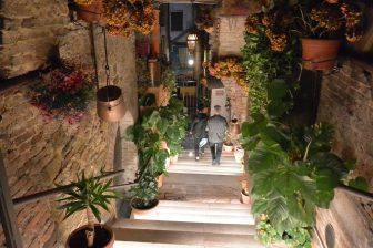 Italy-Umbria-Perugia-restaurant-Il Giurista-staircase