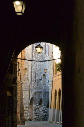 Italy-Umbria-Perugia-alley-street lamps