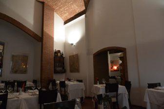 Italy-Umbria-Perugia-restaurant-La Taverna-interior