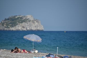 Greece-Rhodes-Afandou beach-parasol-people-sea