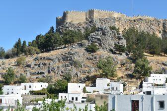 ギリシャ ロドス島 リンドス 城壁 白い家々