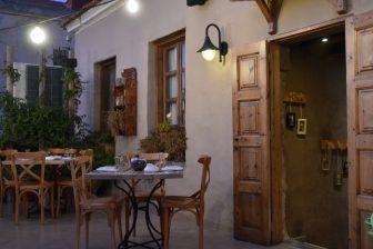 ギリシャ ロードス島 ロードス・タウン レストラン Ta Kardasia テラス テーブル