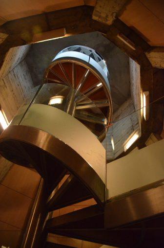 Spagna-Saragozza-Basilica-Nostra-Signora-Pilar-scala-chiocciola