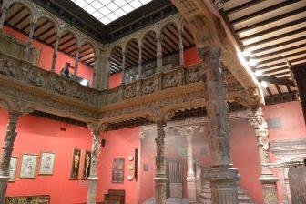 Spagna-Saragozza-Pati-de-la-Infanta-due-piani