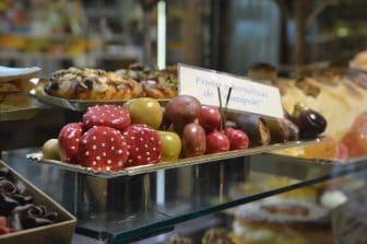 Spain-Zaragoza-Alfonso I Street-shop window-cakes