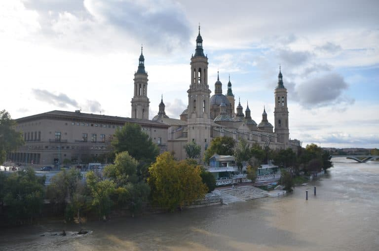 La gran iglesia en Zaragoza