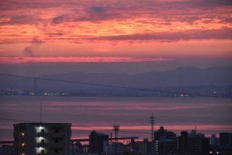 日本 九州 大分県 別府 鉄輪温泉 山水館 窓から 朝焼け