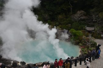 Japan-Kyushu-Oita-Beppu-Hell Tour-Umi Jigoku-steam-people