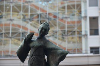 Giappone-Kyushu-Kumamoto-statua-Otemoyan