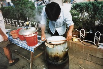 China-Kunming-street food-cooking-person-pavement