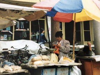 Lanzhou-China-Mercado-Mujer-Tejer