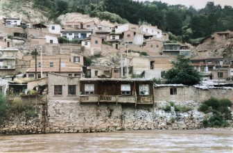 China-Lanzhou-Yellow River-houses