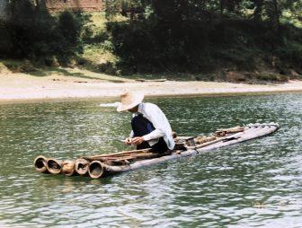 Cina-Yangshuo-Xingping-Li-River-uomo-lavoro