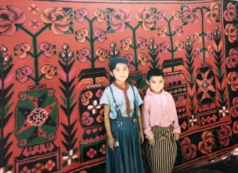 China-Turpan-bazaar-carpet-children