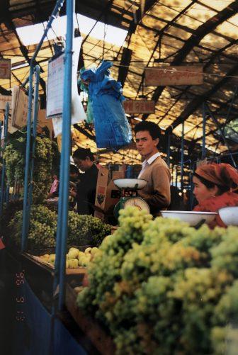 China-Urumchi-Tian Chi Lu market-grapes-people