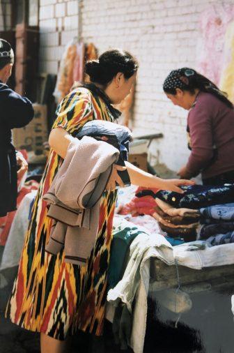 China-Urumchi-Tien Chi Lu market-woman-traditional Uighur pattern