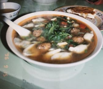 China-Urumchi-market-restaurant-soup