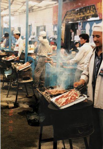 China-Urumchi-Tian Chi Lu markiet-Shish Kebab-cooking-people