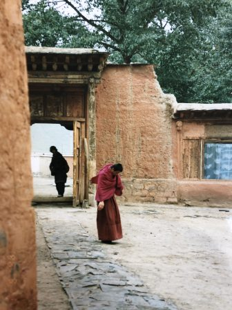 China-Xiahe-monk-gate
