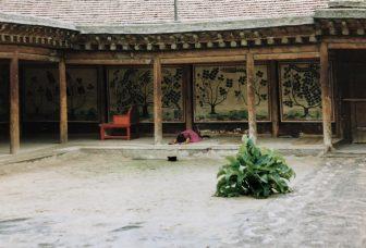 Xiahe-China-Monasterio-Labrang-Templo-Rezando