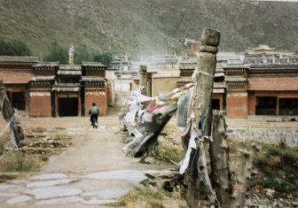 China-Xiahe-street-person-temple