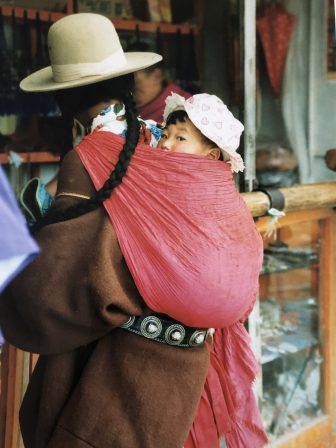 China-Xiahe-woman-hat-baby