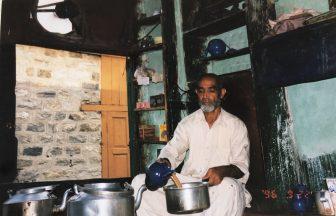 Pakistan-Rawalpindi-Hombre-te-Salón
