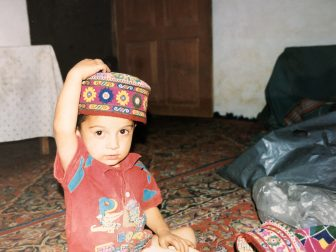 Pakistan-Karimabad-bambin-casa