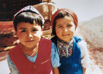 China-Kashgar-bazaar-children-carpet shop