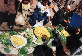 China-Kashgar-bazaar-yellow figs-people