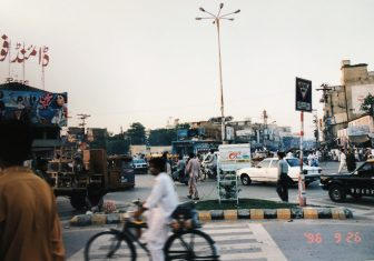 Psaakistan-Rawalpindi-Calle-caós-gente