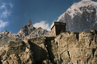 Pakistan-from Sust to Karimabad-Karakorum Highway-Altit Fort
