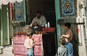 Iran-Hamadan-bazaar-children-vendor