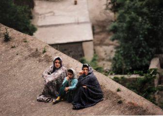 イラン マスレ 女性 3人