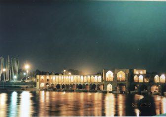 イラン イスファハン ザーヤンデルード川 ハージュー橋 夜景