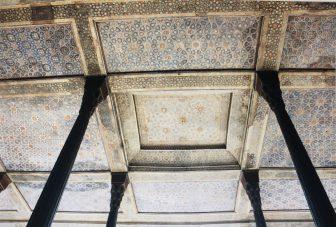 イラン イスファハン チェヘル・ソトゥーン宮殿 天井