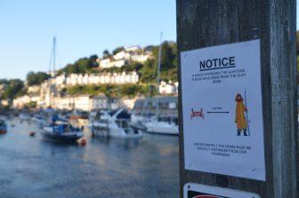 England-Cornwall-Looe-sign-social distancing-crab