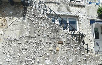 イングランド コーンウォール州 ポルペロ 貝殻 壁 家