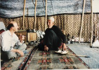 イラン セミロム カシュカイ族 テントの中 おじさん