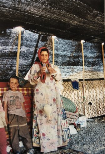 イラン セミロム カシュカイ族 テント 糸紡ぎ 女性 子供