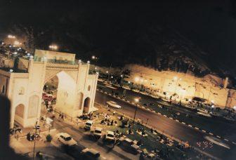 Iran-Shiraz-porta-corano-notte