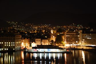 ノルウェー ベルゲン ホテルの部屋から 夜景