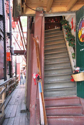 escaleras-edificio-casas-Bergen-distrito-Noruega
