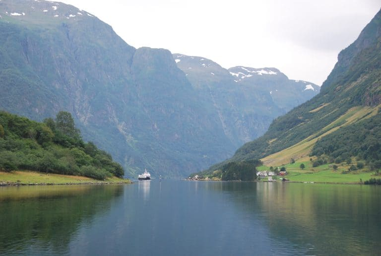 ノルウェーのフィヨルド、そして夫には初の鯨肉