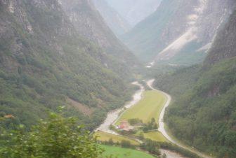 ノルウェー Norway in Nutshell Tour バス 車窓 谷