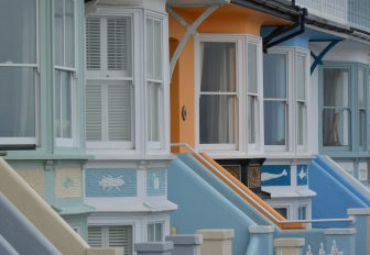 England-Whitstable-houses-windows-colours