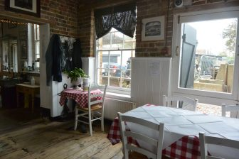 Whitstable-ristornate-Royal Native Oyster Stores- tavoli