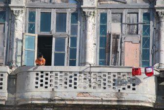 casas-antiguas-reformas-ciudad-Centro-Habana-Cuba